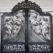 درب و پنجره فلزی پیش ساخته